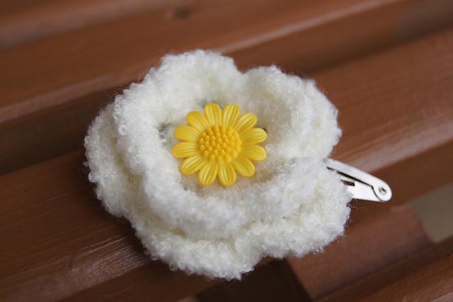 Crocheted Flower Hair Clips (2/5)