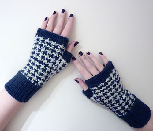 http://www.ravelry.com/patterns/library/houndstooth-handwarmers