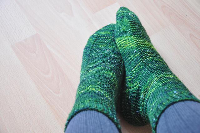 socken rye drachenwolle 6fach tweed sherwood allemeinekleiderkal grün