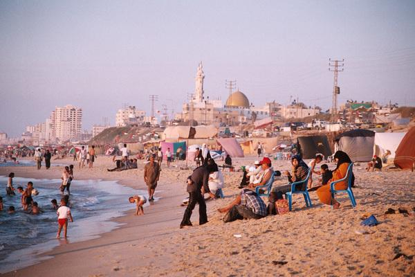 STARVING GAZANS relaxing at the beach