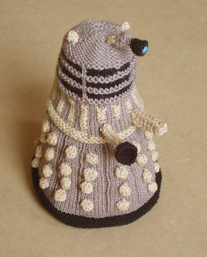 * Ooooh, Im gonna have to make me a Dalek for a desk toy.  Definitely!