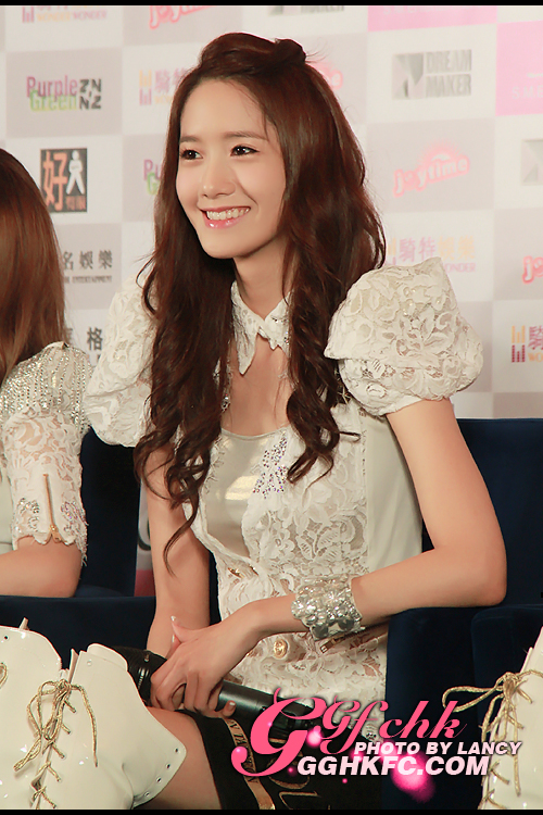 https://i2.wp.com/images5.fanpop.com/image/photos/28500000/Yoona-2012-Girls-Generation-Tour-in-Hongkong-Press-Conference-im-yoona-28547178-500-750.jpg