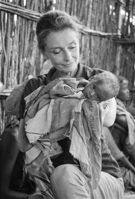 https://i2.wp.com/images5.fanpop.com/image/photos/31800000/Audrey-Unicef-audrey-hepburn-31820185-266-392.jpg
