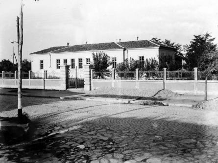 """Photo: wikipedia - начално училище """"Г. Брегов"""", 1890 г."""