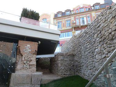 стълбове за водопровод и крепостна стена / aqueduct pillars and fortification wall
