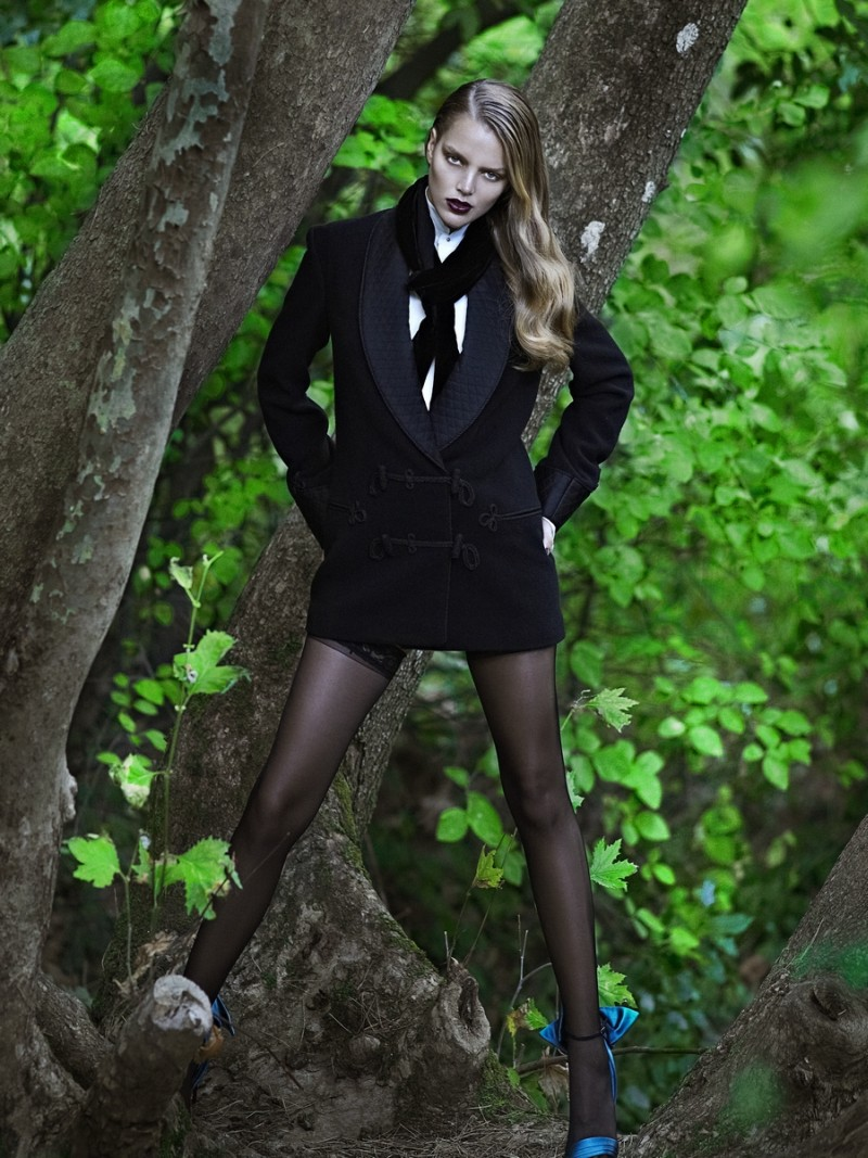 zosia5 Zosia Nowak Sports Strict and Sensual Style for Elle Greece November 2012 by DImitris Skoulos