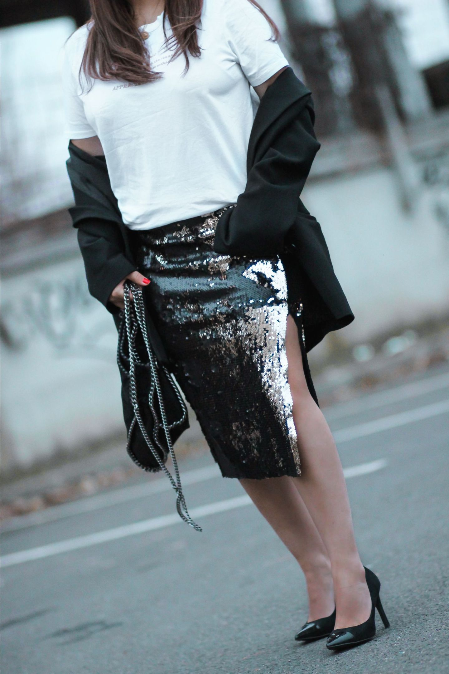 oversive blazer & sequins skirt the green ananas, blog mode, zara, mango, jupe sequins, sequins, tenue de fetes, stella mc cartney, falabella, jupe paillettes zara, blazer femme, blazer and other stories, and other stories, escarpins noirs zara, instagram mode, pinterest