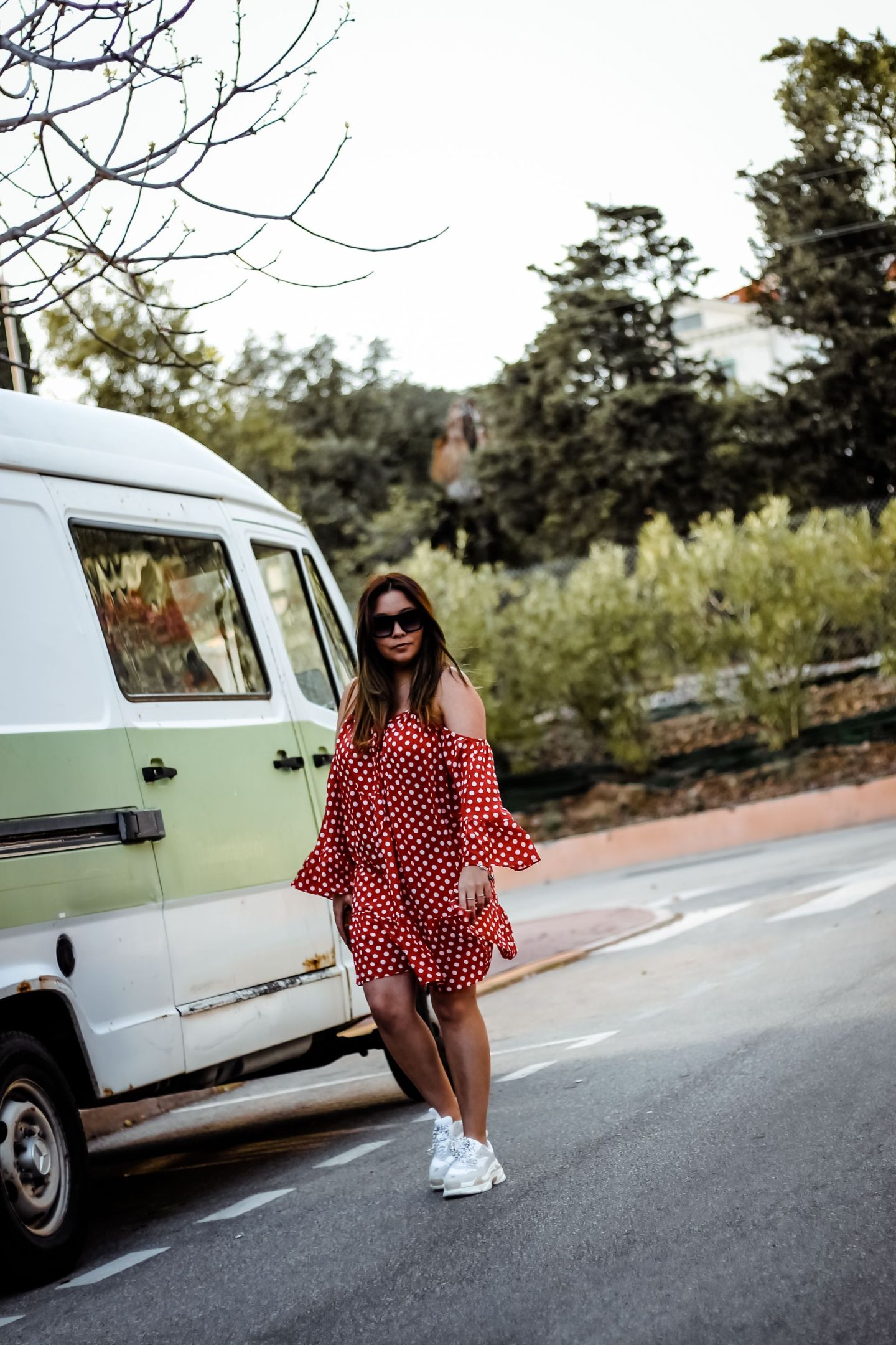 the grren anans, blog travel, polka dot dress, robe pois, blogueuse française, blogueuse influente, gypsy style, obvious sneakers, inspiration balanciaga, ugly shoes, dresslily, tularosa