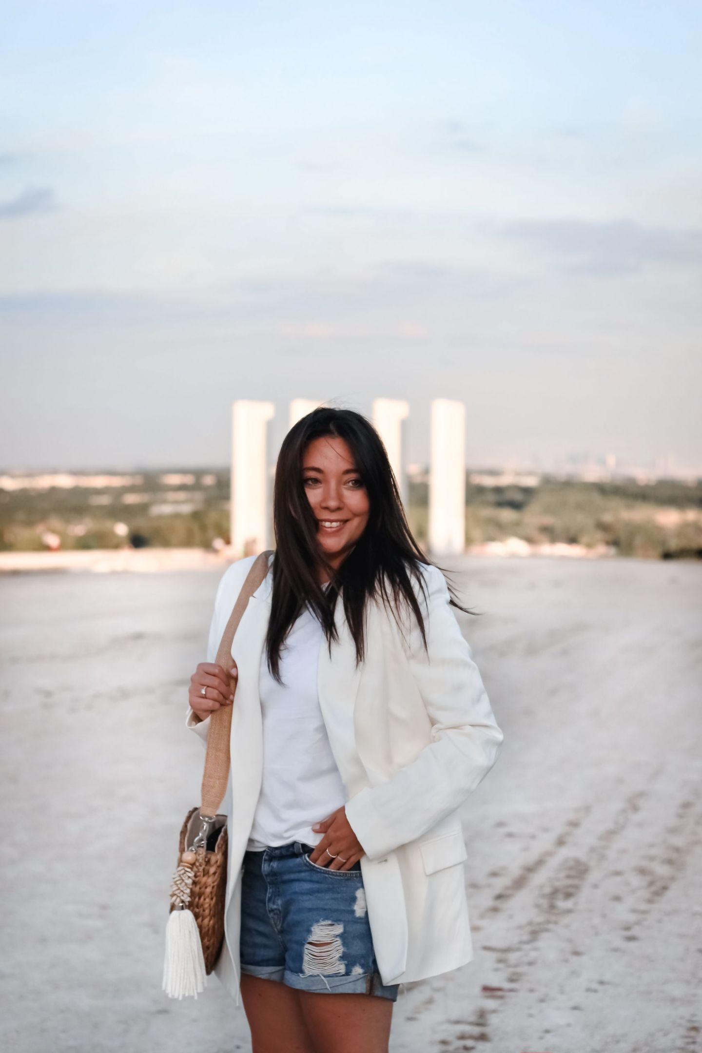 blazer blanc, blazer lin, and other stories, le petit cartel, sac bali, veste tailleur femme, short jean, blogueuse mode, blog mode, le blazer blanc je le porte comment