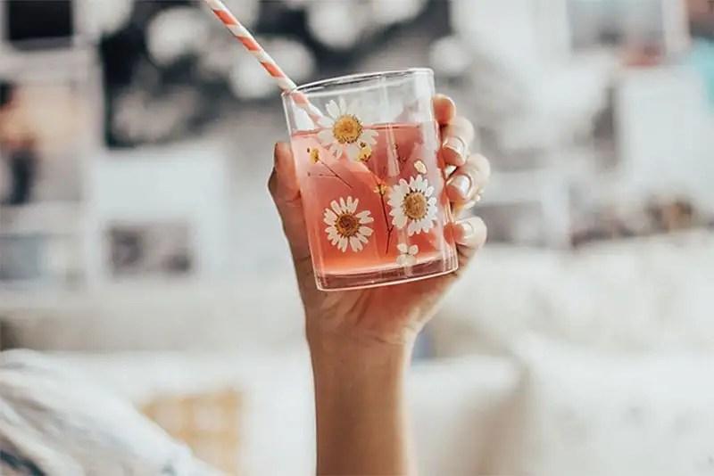 Se os produtos/tratamentos dermatológicos não estão dando resultado, fique atenta. Pode ser que você esteja faltando hidratação! http://petitandy.com