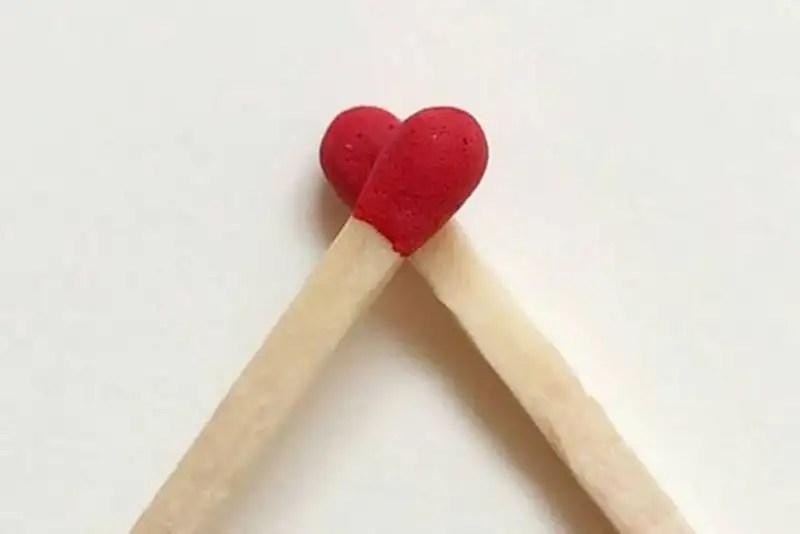 O mundo inteiro comemora esta data no dia 14 de Fevereiro, o dia de São Valentim... mas apenas o Brasil celebra o dia dos namorados em 12 de Junho, uma data aparentemente aleatória. Por que? http://petitandy.com