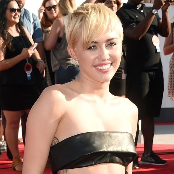 Miley Cyrus39 Red Carpet Outfit Is Way Simpler At This Year