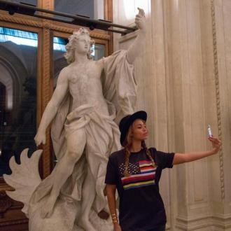 Beyoncé, selfie au Louvre, 2014.