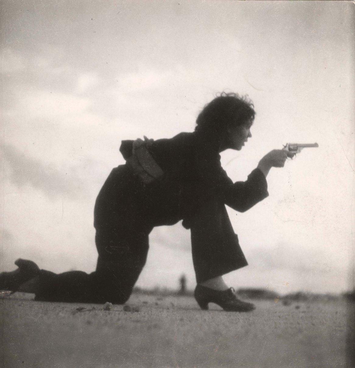 Gerda Taro, Woman training, Barcelone, 1936.