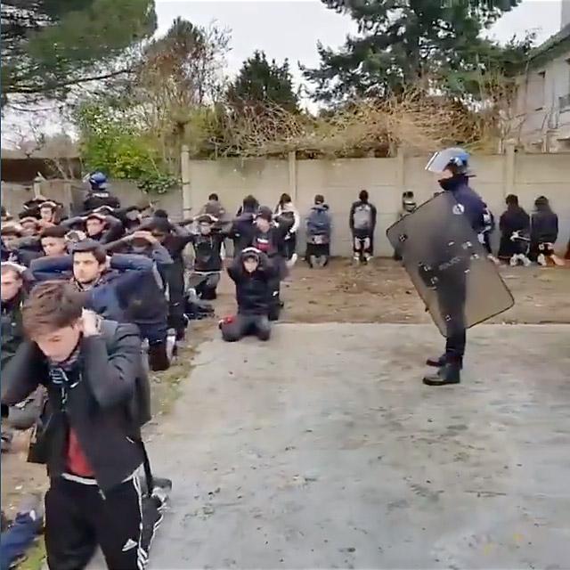 """""""Voilà une classe qui se tient sage!"""" La police se venge en vidéo"""