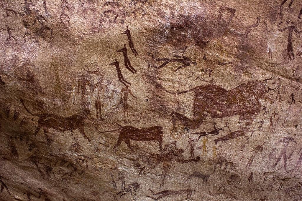 Clemens Schmillen, grotte des nageurs, Gilf al-Kebir, Egypte, env. 7000 BP (2014, Wikimedia Commons).
