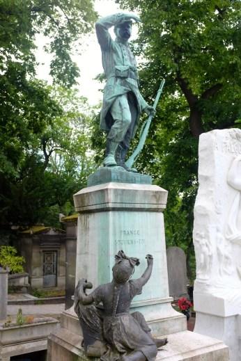Père-Lachaise, tombeau du sergent Hoff.