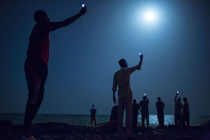 "John Stanmeyer, ""Signal"", Djibouti City, 26 février 2013."