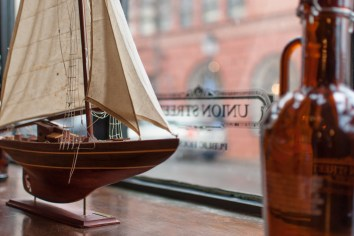 Ship & Bottle, South Union Street. Nikon D200, 35 1.8 AF-S DX, ISO 100, f/2, 1/80 sec.
