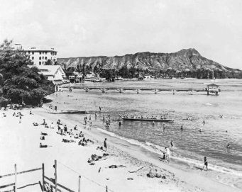 1925-waikiki-beach-on-oahu-with-diamond-head-in-the-background