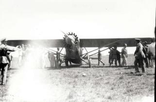 1927-8-17 Dole Derby 18-Dole Derby runnerup Martin Jensen's Aloha at Wheeler Field, August 17, 1927.