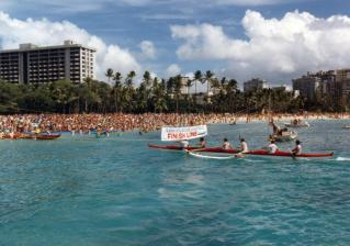 1985-Molokai-Hoe-Finish-Line-(Outrigger)
