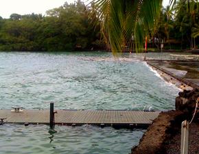 2009-Keauhou_Bay-water_surging