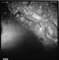 Ala_Wai-Channel_being_dredged-UH_Manoa-(2411)-1952