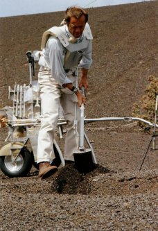 Apollo_Astronaut_Alan_Shepard-Training_on_the_Big_Island-(pisces-hilo-hawaii-edu)