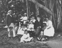 Archibald_Cleghorn_with_family_and_grandchildren-1880s