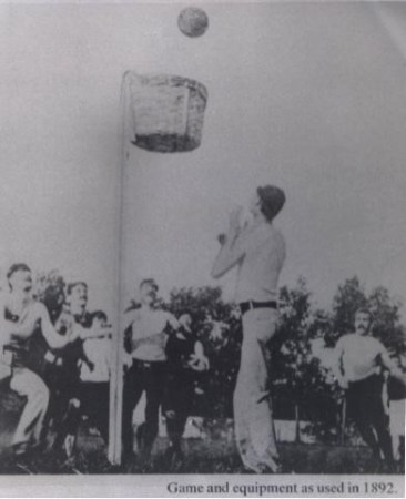 Basketbal-equipment used in 1892