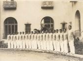 Bellmen_at_Porte_Cochere-(honoluluadvertiser)-1927