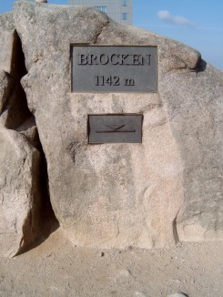 Brocken_Gipfelstein-summit marker