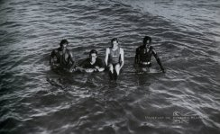 David_Kahanamoku,_Lord_Louis_Mountbatten,_Prince_Edward,_and_Duke_Kahanamoku,_c.1920