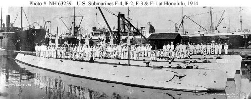 F-4 (SS-23), at Honolulu along with (from front to back)-F-2(SS-21), F-3(SS-22) and F-1 (SS-20)-(navsource-org)-1914