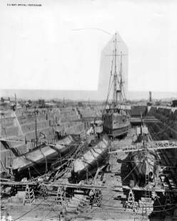 F class (SS-20 - 23) submarines and their tender are in DD#2 at Mare Island-(navsource-org)-21 January 1913