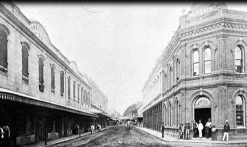 Fort St near makai-Waikiki corner with Queen St-King St crossing in distance-1880s