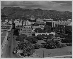 Fort St. from Aloha Tower-Amfac_is_domed_bldg-PP-39-4-001-1937