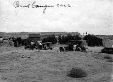 Fred_Harvey_cars_on_the_way_to_Rainbow_Bridge_1921