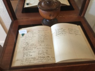 Guest_Book_for-Bahai_March_25,_1915_meeting_witt_Queen_Liliuokalani