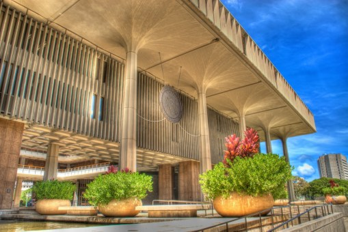 Hawaii_State-Capitol-Royal_Palm_Columns