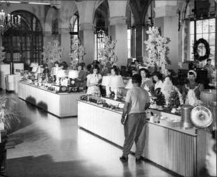 Hawaiian Electric displays the current electronic gadgets of the day in the mid 1930s