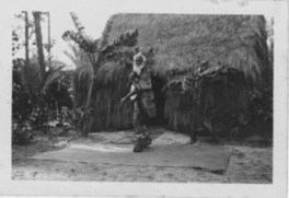 Hawaiian_man who built grass houses at Lalani Village, Waikiki-PP-32-4-021