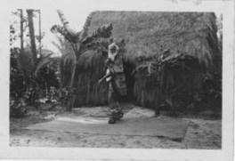 Hawaiian_man who built grass houses at Lalani Village, Waikiki-PP-32-4-021