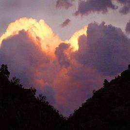 Heart-clouds-mountain