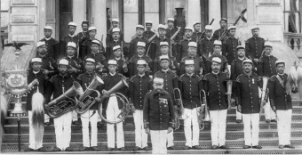 Royal Hawaiian Band on the steps of Iolani Palace with Henry Berger, 1916