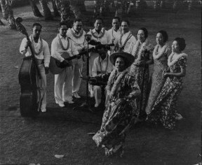 Hilo Hattie with Al Kealoha Perry's Hawaii Calls musicians -(HSA)-1937-PP-33-1-016