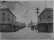 Hilo street scene-L Turner-later-Hilo Drug on left-PP-29-5-016