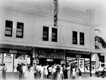 Honokaa-Peoples-Theatre-ca 1944