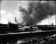 Honolulu_Chinatown_Fire_of_1900_(34),_photograph_by_Brother_Bertram